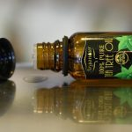 gotas de aceite de árbol de té